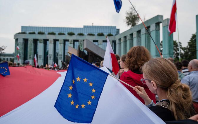 Justiitsreformi vastased meeleavaldajad Poola ülekohtu juures 2017. aasta juulis.