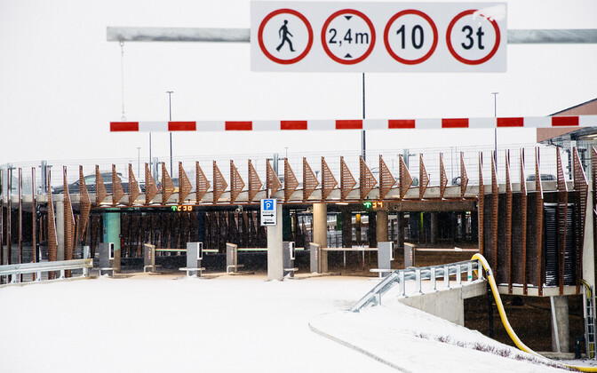 Новая парковка возле аэропорта в Таллинне.