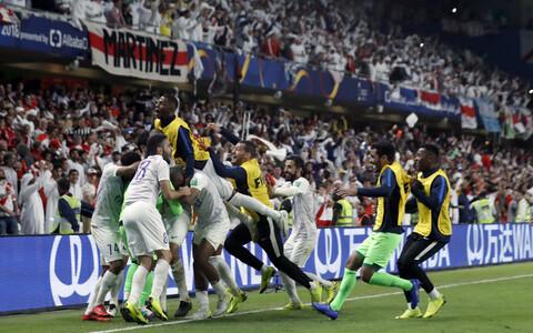 Al-Aini mängijad võitu tähistamas