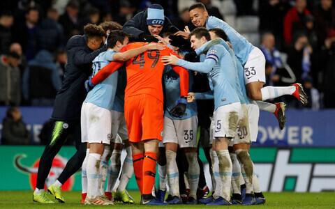 Manchester City mängijad tähistamas