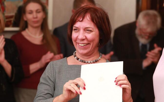 President andis allkirjastatud teadusleppe üle haridus- ja teadusminister Mailis Repsile.