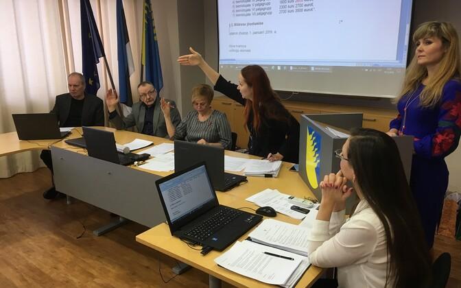 Kiirpalgatõusu vastuvõtmine Kohtla-Järve volikogus.