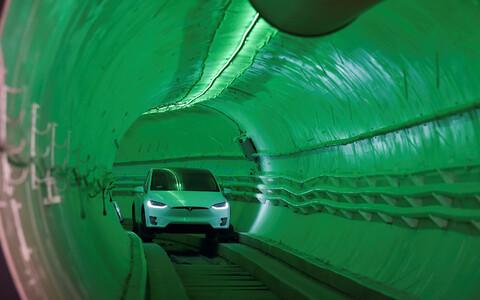 Elektriautod liiguvad torus spetsiaalsetel kelkudel kiirusel umbes 240 km/h.