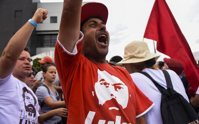 Ekspresident Lula toetajad meelt avaldamas.