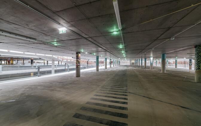 Новый паркинг в Таллиннском аэропорту.