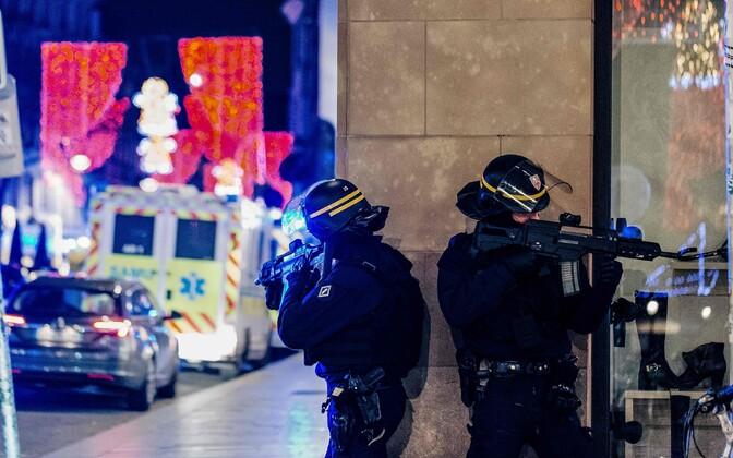 При нападении террориста в Страсбурге погибли трое посетителей Рождественского рынка.