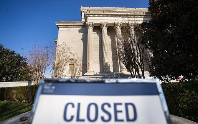 Silt riigiarhiivi ees Washingtonis.
