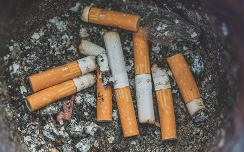 Suitsetamise lõpetamist kergendab alkoholist loobumine.