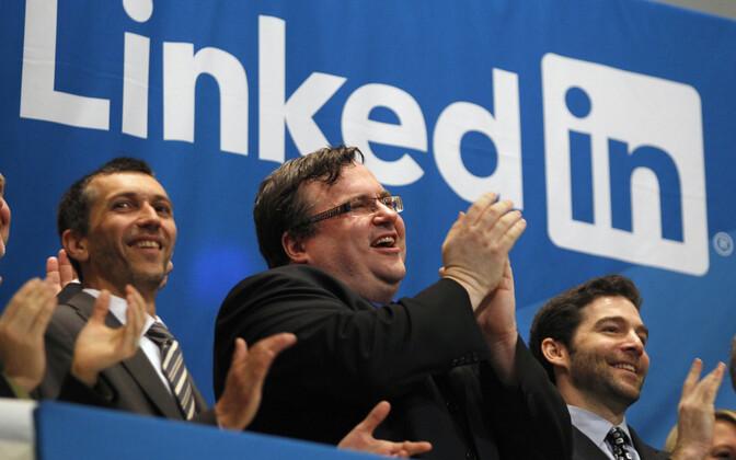 LinkedIni asutaja Reid Hoffman (keskel).