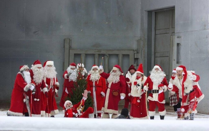 Увековечить можно и интересные события из жизни Таллинна. Например, празднование рождества в зоопарке.
