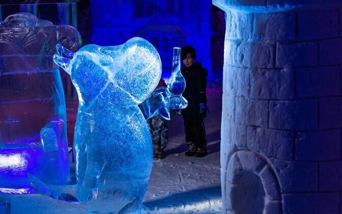 В Финляндии открыли ледяной парк с муми-троллями.