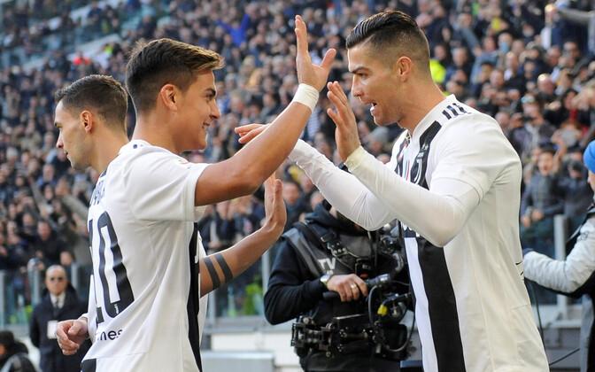 Paulo Dybala ja Cristiano Ronaldo viimase väravat tähistamas