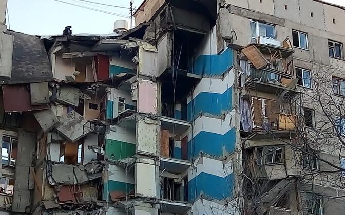 Обрушившаяся часть жилого дома в Магнитогорске
