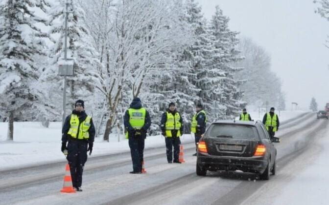 Проверки водителей на трезвость проходят на дорогах Эстонии регулярно.