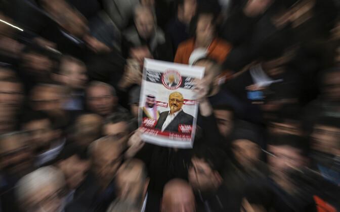 Плакат с изображением Джамаля Хашогги на акции протеста в Стамбуле.