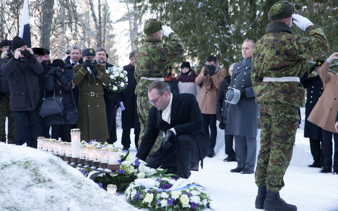 Finnish Minister of Defence Jussi Niinistö paying his respects in Kuusalu on Thursday. 3 January 2019.