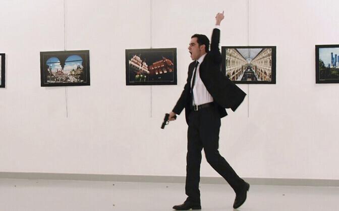 Vene suursaadiku tapnus mees sündmuskohal 2016. aasta 19. detsembril.