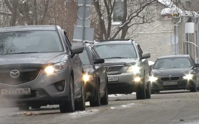 Autod Narva piiripunktis.