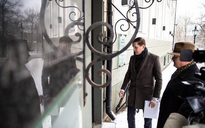 EKRE representatives Jaak Madison and Henn Põlluaas dropped off their party's paperwork for running in the 2019 Riigikogu elections. 9 January 2019.
