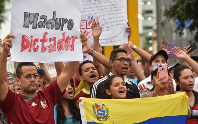 Peruus elavad Venezuela kodanikud Maduro vastu protestimas.