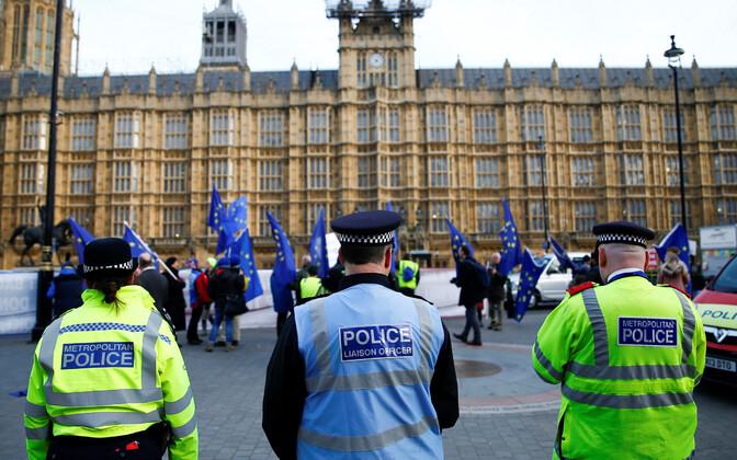 Politseinikud Londonis parlamendihoone juures.