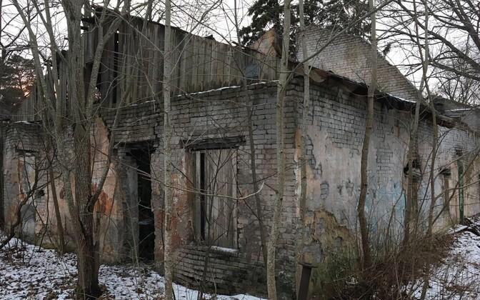 Lagunev Kose mõisa kompleks Pirita jõe ürgorus.