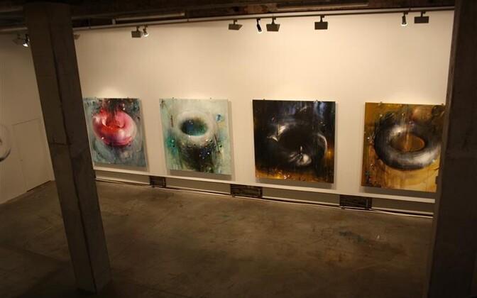 """Laurentsiuse näitusel """"OOOO"""" on eksponeeritud ühest visuaalsest kujundist lähtuv narratiiv."""