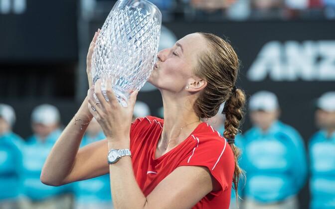 Petra Kvitova Sydney võidutrofeega