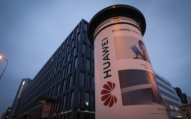 Huawei reklaamplakat Varssavis.
