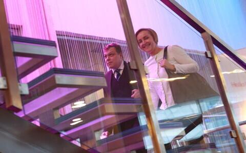 Lauri Hussar ja Kristina Kallas teel pressikonverentsile