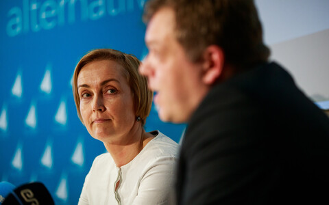Estonia 200 chair Kristina Kallas at a press conference with new member and former Postimees editor Lauri Hussar.