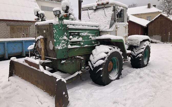 Lääneranna vald loosis uute elanike vahel välja kaks nõukogudeaegset traktorit T150K.