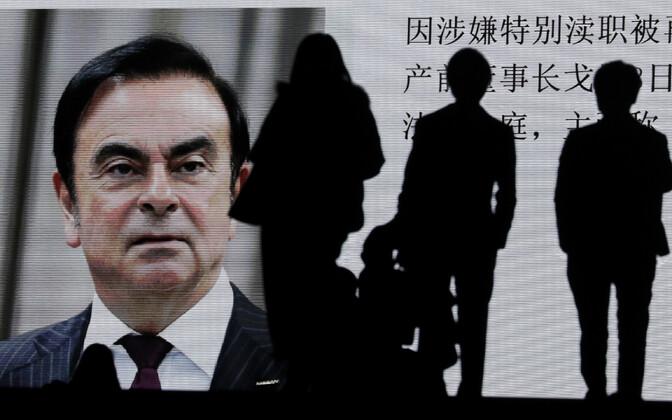 Carlos Ghosn Tokyo tänavaekraanil.