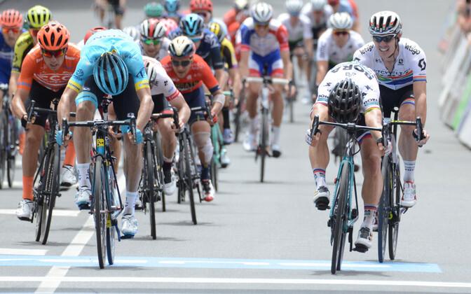 Peter Sagan (paremal) edestas Tour Donw Underi 3. etapi finišiheitluses napilt Luis Leon Sanchezt