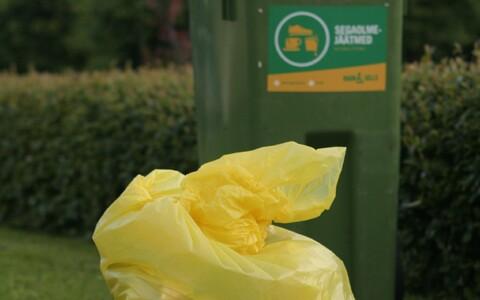 Желтый мусорный пакет для сбора упаковок