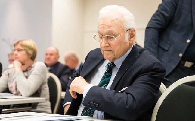 FАрнольд Рюйтель на собрании совета уполномоченных EKRE.