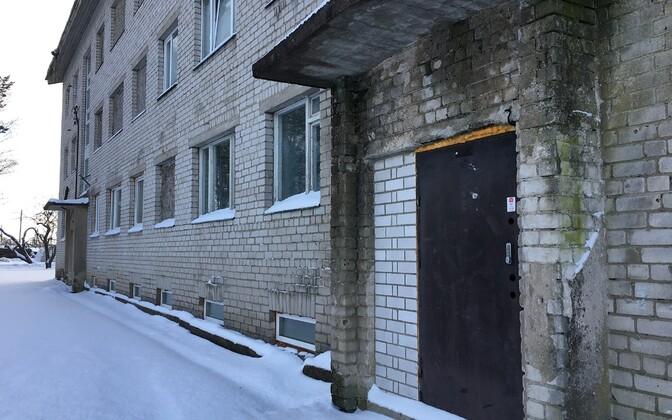 Kortermaja Viisus, kuhu müüdi 2013. aastal üheeuroseid kortereid.