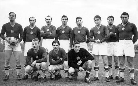 Ungari jalgpallikoondis ehk nn kuldne meeskond 1953. aastal. Aastatel 1950–1956 võitis meeskond 42 mängu, teenis 7 viiki ja kaotas vaid korra 1954. aasta MM-i finaalis Lääne-Saksamaa vastu.