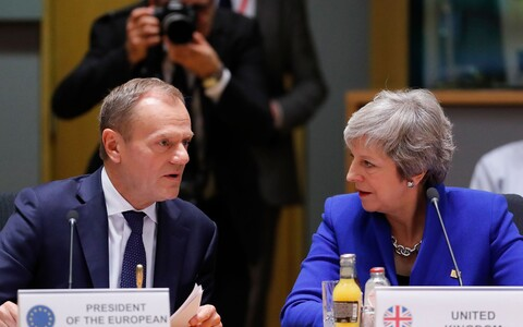 Donald Tusk ja Theresa May.