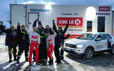 Oliver Solberg ja tema meeskond Aluksne ralli võidu järel