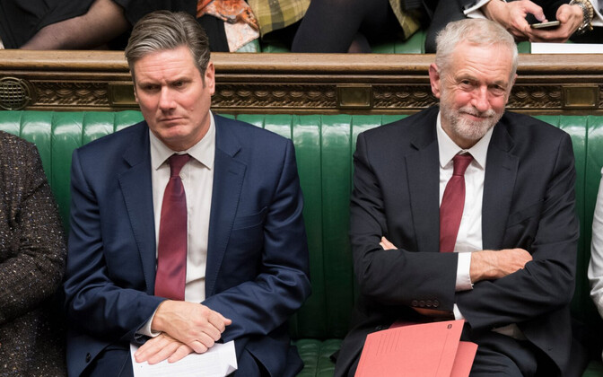 teist referendumit toetav leiborist Keir Starner (vasakul) ja uue referendumi suhtes skeptiline esimees Jeremy Corbyn.