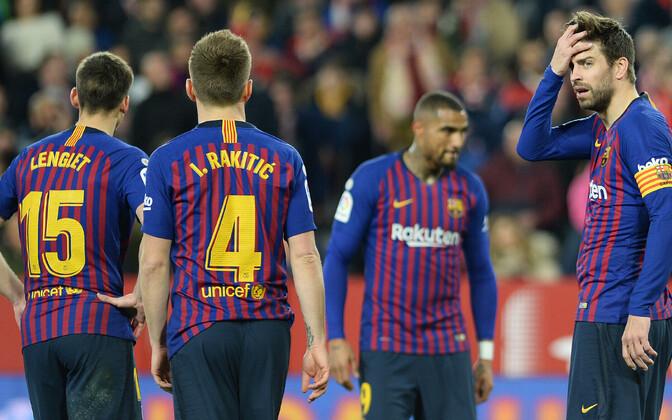 Pettunud Barcelona mängijad.