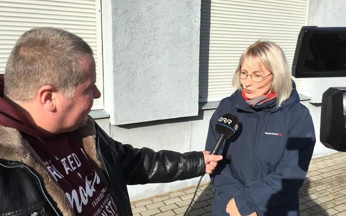 Irina Putkonen intervjuud andmas.