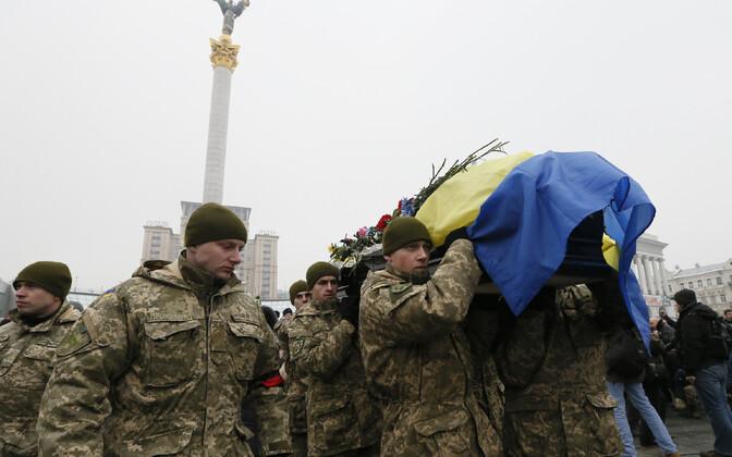 Rindel langenud Ukraina sõduri matused Kiievis.