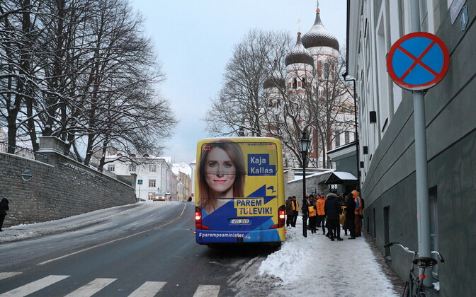 A Reform-owned bus carrying an ad for chairwoman Kaja Kallas.