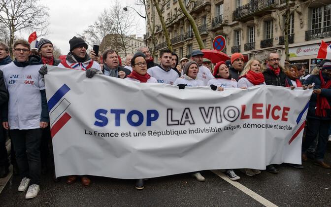 Kollavestide vägivalla vastased meeleavaldajad Pariisis 27. jaanuaril.