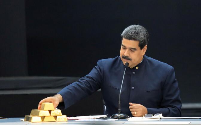 Venezuela president Nicolas Maduro kullakangidega.