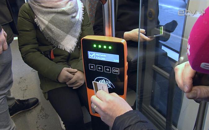 Зеркало: Как валидаторы в общественном транспорте снимают деньги без нашего ведома?