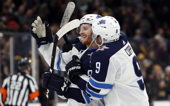 Kyle Connor (vasakul) aitas Winnipeg Jetsi võidule
