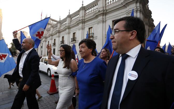 Tšiili endise presidendi Eduardo Frei tütar Carmen Frei Ruiz-Tagle, paremalt teine, Santiagos.